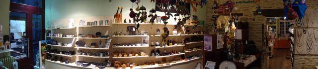 Photo intérieur boutique Artisans du Monde Rennes artisanat